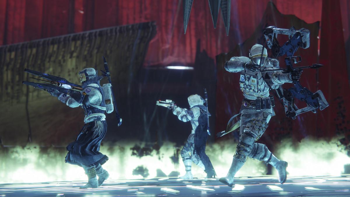 Destiny 2: imagen de Shadowkeep de guardianes protegiendo un plato