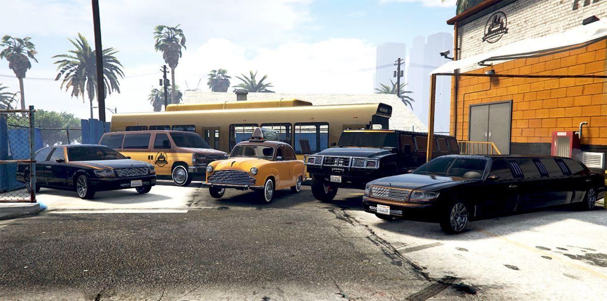 Grand Theft Auto Online: una variedad de vehículos en Grand Theft Auto Online están alineados en un estacionamiento, cada uno decorado con un diseño personalizado para una compañía de taxis de rol.