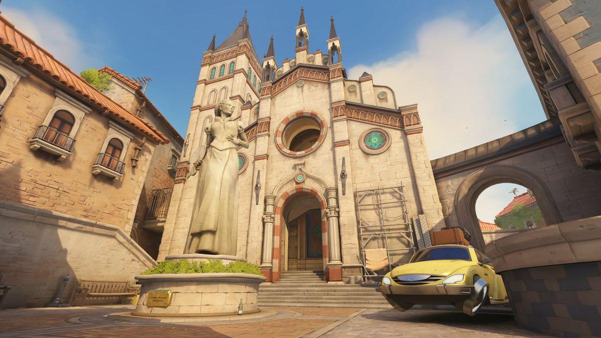Una iglesia y una estatua en el mapa Malevento de Overwatch