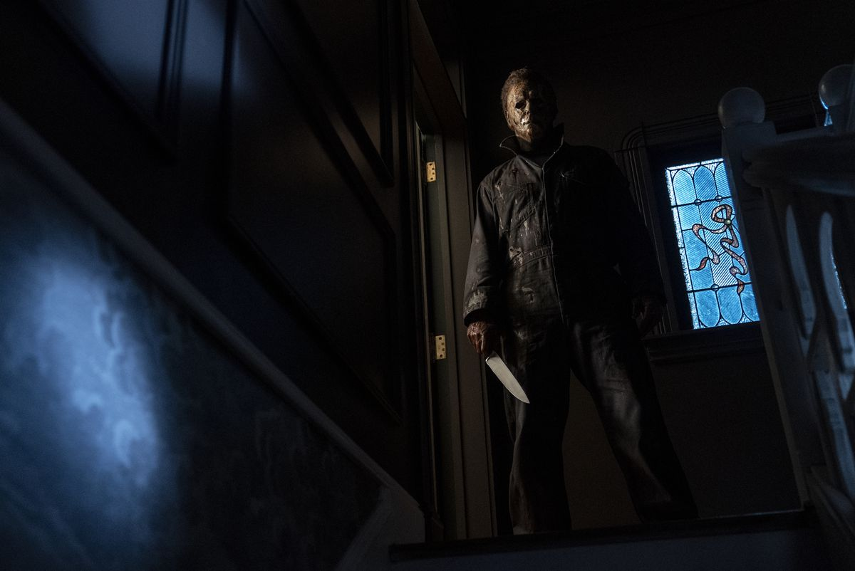 Halloween Kills: Michael Myers stands at the top of the stairs